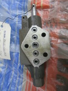 70020 00752 Genuine Oem Kubota Hydraulic Section Valve B670 Backhoe