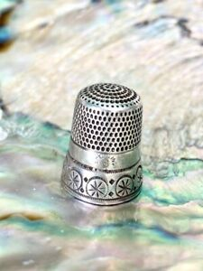 Beautiful Simons Bros Sterling Silver Thimble With Unique Design