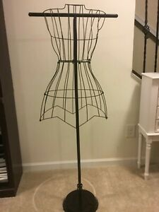 Wire Frame Dress Mannequin 52 In Black Wire With Circular Base 9 Diameter