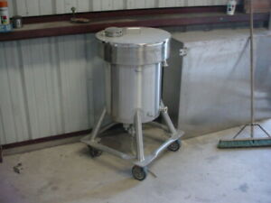 25 Gallon Sanitary Stainless Steel Tank Vertical On Casters