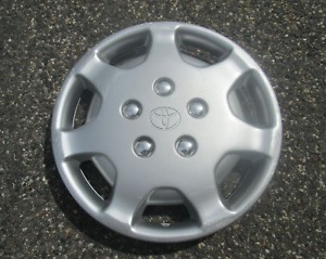 One Factory Original 1992 To 1994 Toyota Camry Hubcap Wheel Cover