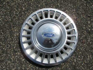 One Genuine 1988 To 1997 Ford Crown Victoria 15 Inch Hubcap Wheel Cover