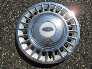 One Genuine 1998 To 2002 Ford Crown Victoria 16 Inch Hubcap Wheel Cover