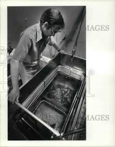 1984 Press Photo Lyman Jellema of the History Museum with his pot of bones $19.99