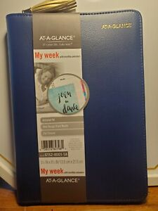 At a glanceweekly monthly Ringed Planner 5 1 2 X 8 1 2 Navy Zipper Undated