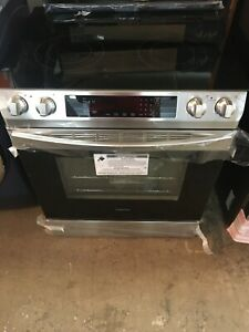 New Display Samsung 30 Smooth Surface Slide in Electric Range Oven Stove 1028