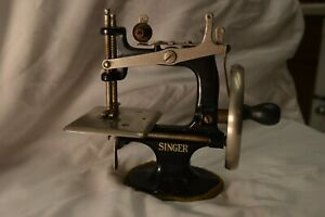 Antique Singer Childs Toy Hand Crank Sewing Machine No 20