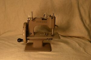 Tan Antique Singer Childs Toy Hand Crank Sewing Machine No 20 Auction 4