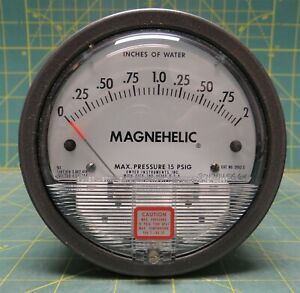 Dwyer Magnehelic 4 Differential Pressure Gauge 0 2 Inches Of Water Model 2002