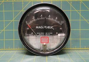 Dwyer Magnehelic 4 Differential Pressure Gauge 0 1 0 Psi Model W40d