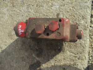 International Farmall Ih 460 Utility Tractor Center Hydraulic Valve Contrl Block