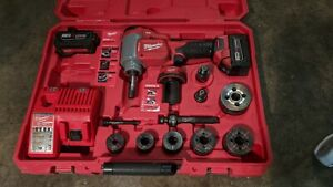 Milwaukee 2676 22 Force Logic M18 10 ton Knockout Tool Kit 1 2 2 Dies