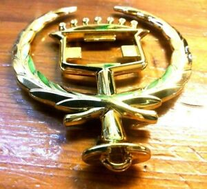 nos 1994 1995 1996 Cadillac Gold Hood Ornament Needs Plastic Inserts Oval Base