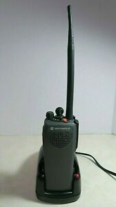 Motorola Mt1500 700 800 Mhz P25 Radio H67ucc9pw5an With Charger Microphone