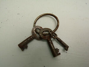 Vintage Antique 2 Small Eagle Lock Co 73y6 And 1 Small Unbranded Skeleton Keys