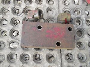 International 300 Utility Ih Tractor Orignal Rear Hydraulic Block W Ports