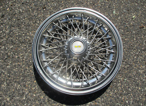 One 1986 To 1994 Chevy Caprice 15 Inch Locking Wire Spoke Hubcap Blemished