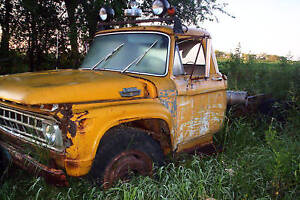 65 Ford F 700 330 Cu In 4 Speed Trans 2 Speed Axle Many Parts