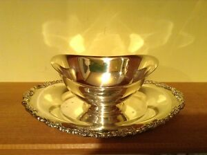 Vintage Wm Rogers Silverplate Fancy Gravy Sauce Boat With Attacked Plate