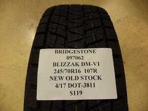 Bridgestone Blizzak Dm v1 245 70 16 107r New Old Stock Winter Tire 097062