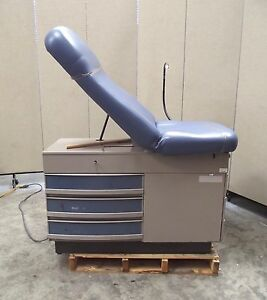Midmark 304 Exam Table With Flexible Stirrups Drawers in Nice Condition sr56