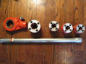 Ridgid Ratchet With 4 Pc Die Heads