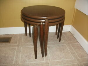 Vintage Mid Century Modern Atomic Set Of 3 Round Stacking Nesting Side Tables