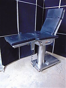 Skytron 6500 Elite Surgical Operating Table Works Properly w Hand Control s3123