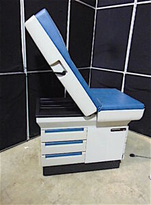 Midmark Model 404 Medical Exam Chair in Good Condition nice Blue Color S3170
