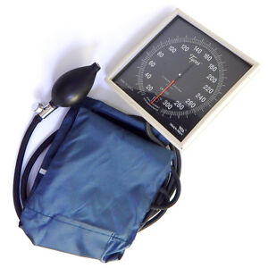 Welch Allyn Sphygmomanometer Ce0050 With Blood Pressure Cuff