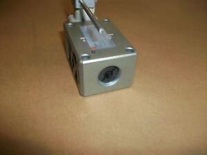 Smc Pneumatic Limit Switch Vm830 n01 14 3 Way Spring Back To Center New