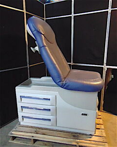 Midmark 604 Exam Chair table Nice Plush Fabric With Stirrups S3318