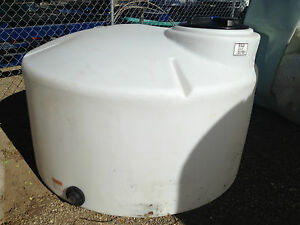 550 Gallon Poly Water Storage Vertical Tank container Chemical Storage