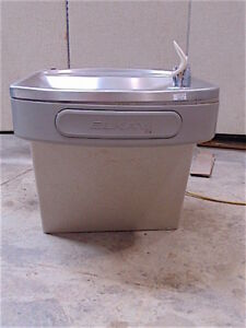 Elkay Ezfs8_1d Drinking Fountain Water Cooler Powers Up clean Sr359