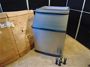 Manitowoc Ice Bin S570 New In Box box Has Wear 430 Pound Capacity s3358