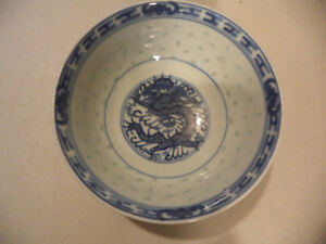 Vintage Chinese Blue White Porcelain Grain Rice Hand Painted Dragon Bowl Signed