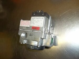 62 Robertshaw Gas Valve 7a4 R1b 001 As Pictured No Box 720 408