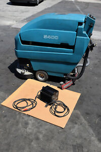 Tennant 5400 Walk Behind Floor Scrubber Battery Operated Only 523 Hours Charger