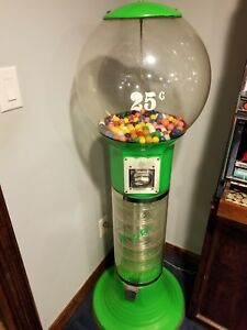 Wizard 25 Quarter Spiral Vending Machine For Gumballs Bouncy Balls green