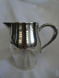 Wm Rogers Paul Revere Silverplated Water Pitcher Reproduction 6 Cups