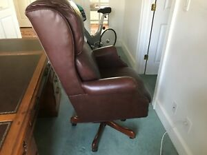 High Back Traditional Brown Leather Tufted Cushion Executive Office Chair
