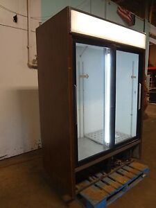 True H d Commercial 2 Glass Doors Refrigerated Cold Display Merchandiser
