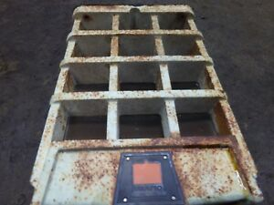 Oliver 1600 Tractor Front Grill cast