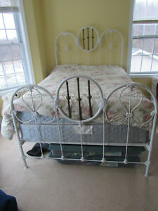 Vintage Antique Iron White Full Size Bed Frame Ornate Rare And Beautiful