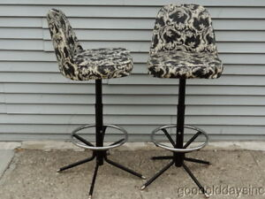 Pair Of Vintage Mid Century Modern Retro Chrome Swivel Bar Stools Barstools