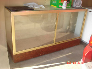 Retail Display Cabinet 6 Foot Long 4 Feet Tall With Shelves