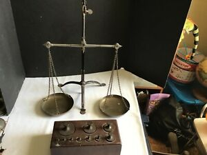 C Very Fine Antique Balance Scale Penny Feet Brass Weights Thumb Mechanism