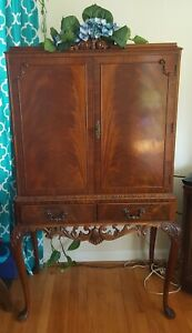 Vintage English Mahogany Queen Anne Style Bar Cabinet Dry Bar Made In England