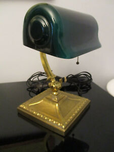Antique Verdelite Emeralite Era Bankers Desk Piano Light Lamp Green Glass Shade