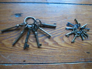 Mixed Lot Of 17 Antique Hollow Barrel Solid Skeleton Keys Brass Steel